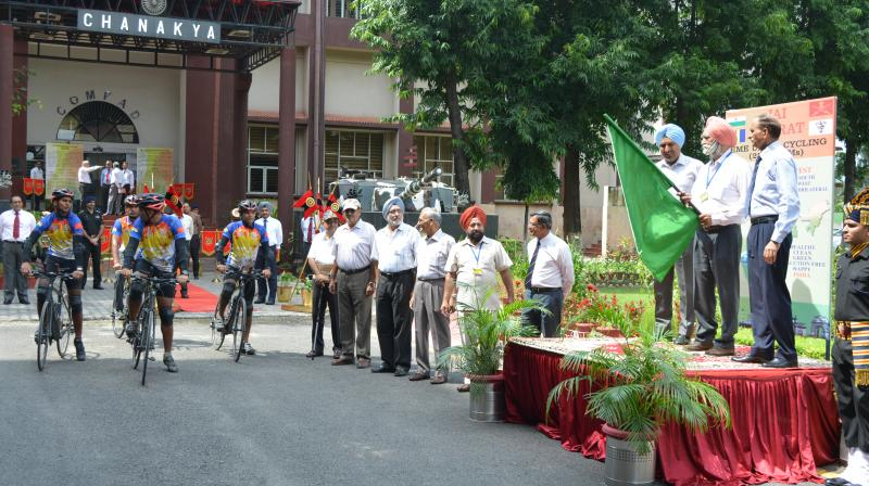 Lt Gen Surinder Singh Flags Off 'Jai Bharat' Cycling Expedition