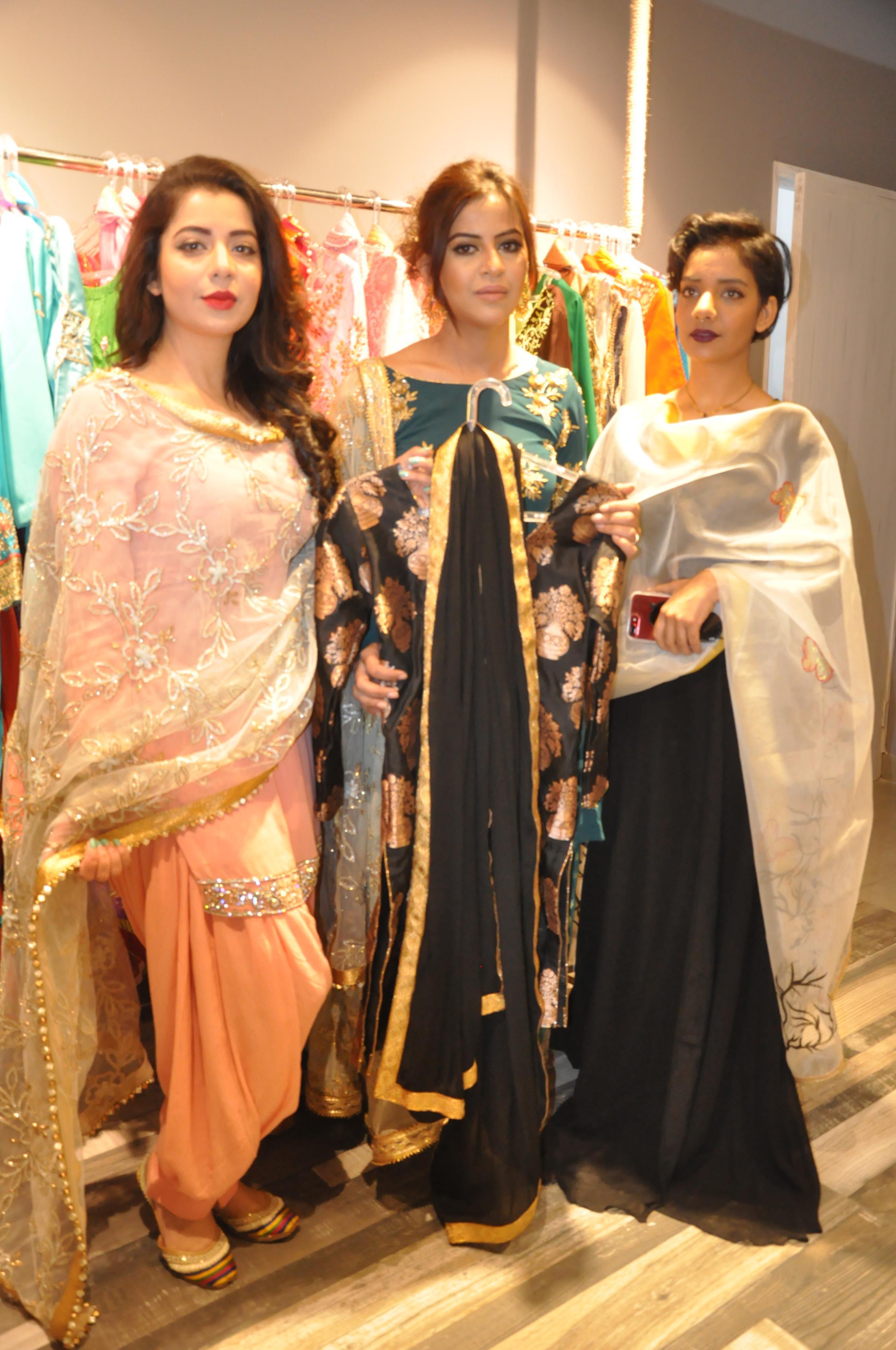 Famous Punjabi-Bollywood singer Jasmine Sandlas inaugurates