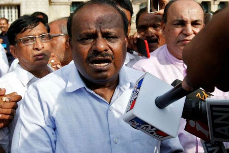 Kumaraswamy steps in to pacify disgruntled Congress MLAs