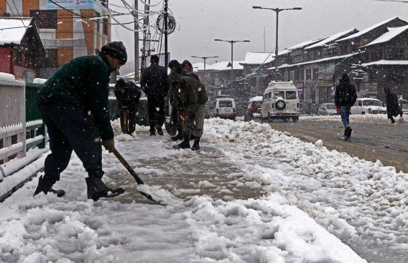 Fresh snowfall in higher reaches of Kashmir