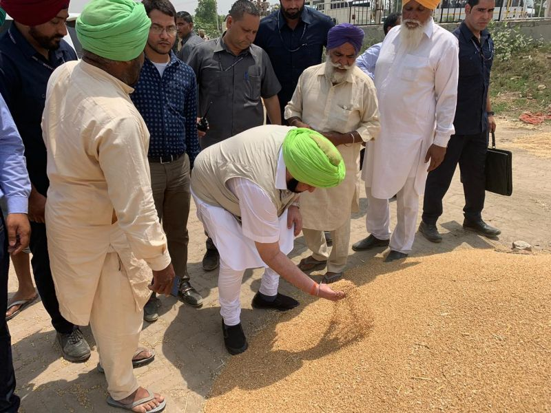 Capt Asks FCI To Pick Up Grain