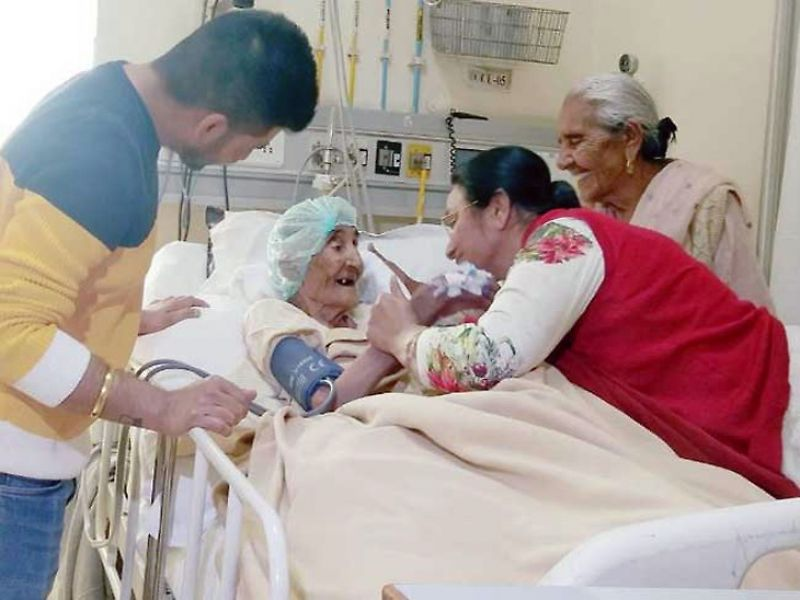 doctors at Ludhiana placed pacemaker by operating 118 years old lady