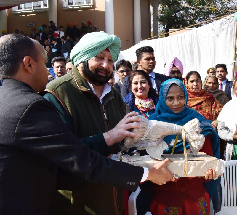 Captain Amarinder Singh interacting with the beneficiaries of Mahatama Gandhi Sarbat Vikas Yojana