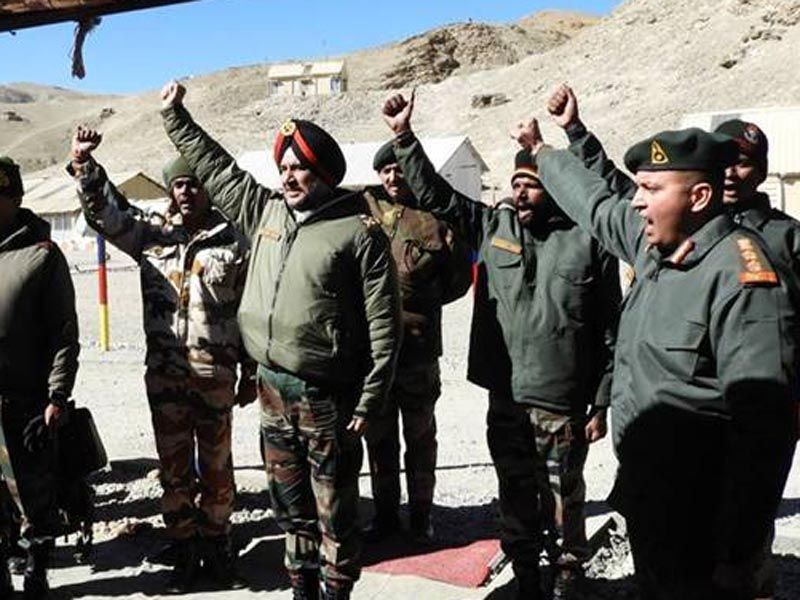 Northern Army Commander visits forward posts
