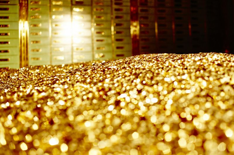 Gold surges on global cues