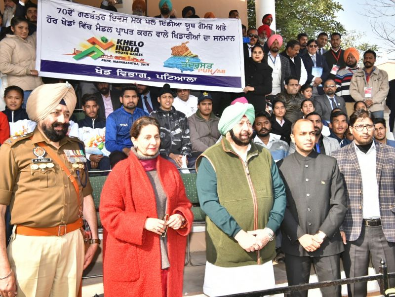 Captain Amarinder Singh along with sportspersons of different sports