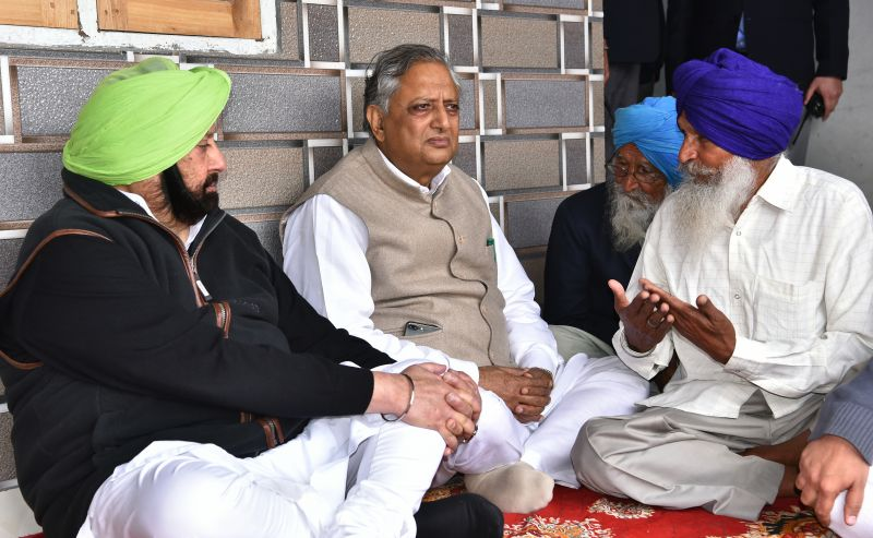 Captain Amarinder Singh sharing condolences with Darshan Singh